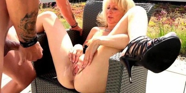 Nutte Mopse Outdoor Rimmingsex